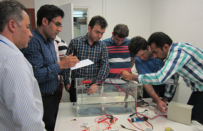 Students measuring polarisation potentials in a cl